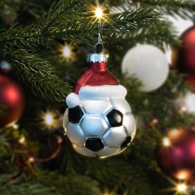 Luxe kersthanger voetbal met muts 8cm