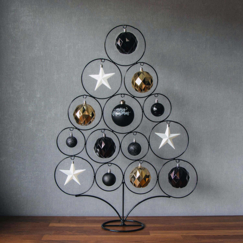 Rustikaler, moderner Weihnachtsbaum