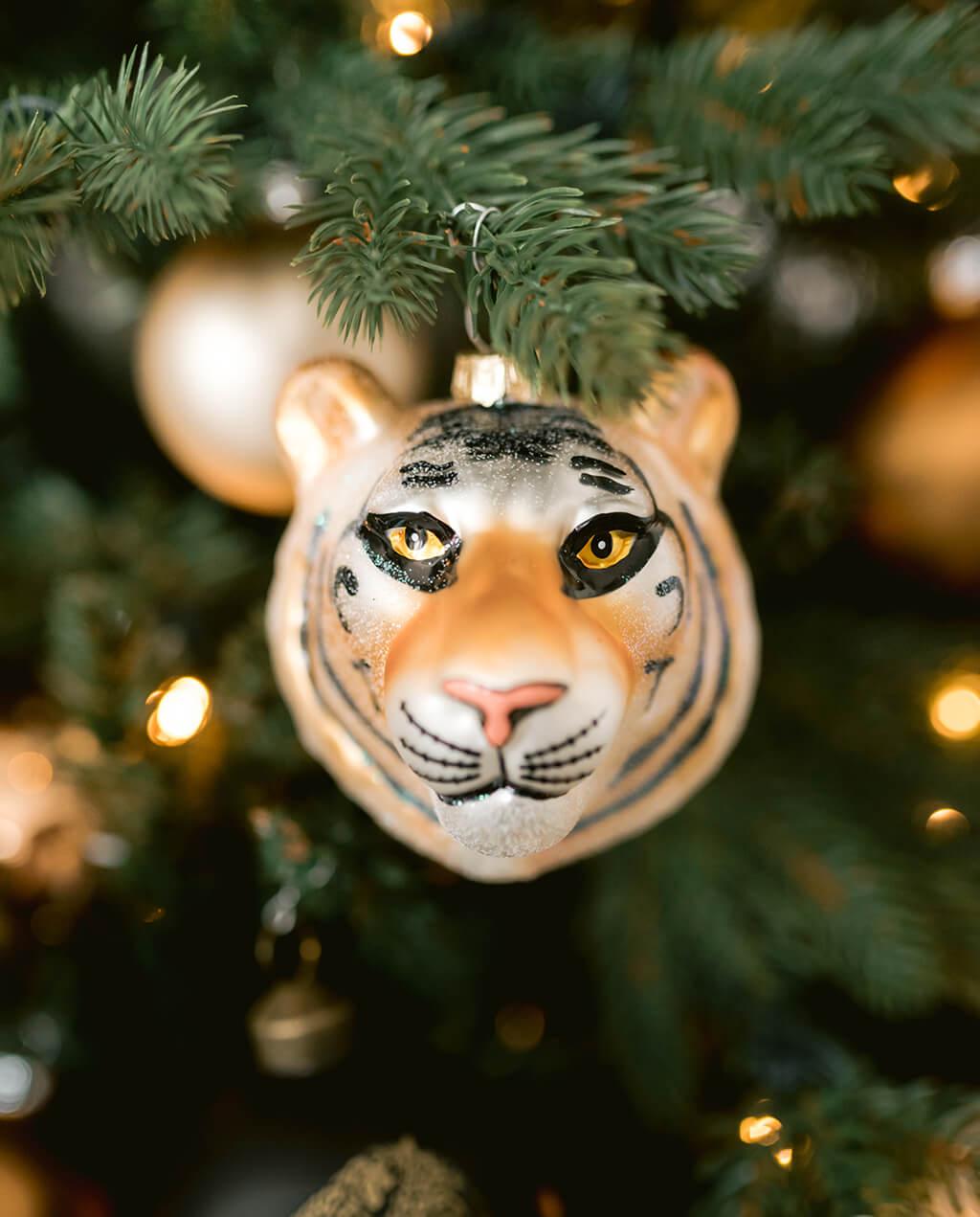 wild-christmas-bauble-tiger_glass_christmas_hanger